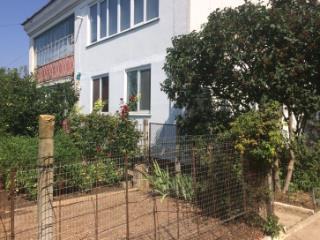 Продажа квартир: 2-комнатная квартира, республика Крым, Сакский р-н, с. Фрунзе, ул. Гагарина, 22, фото 1