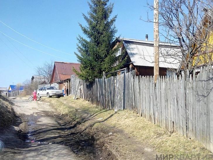 По красной стрелке - станция (поселок) таватуй